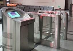 桦南县客运总站检票台摆闸案例